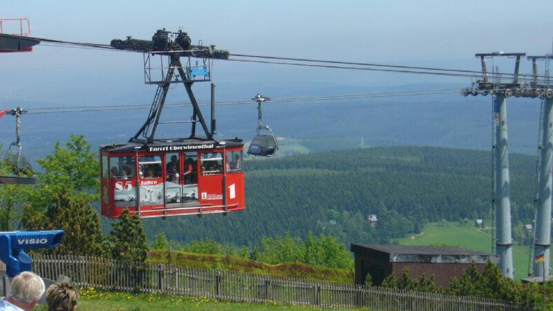 Oblíbená lanovka na Fichtelberg vede přímo z obce Oberwiesenthal