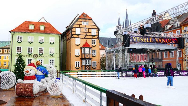 Náměstí Jiřího z Poděbrad - hlavní dějiště trhů