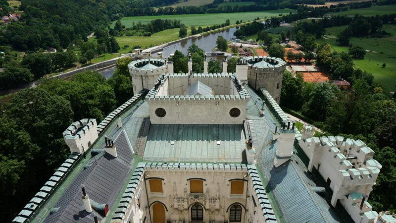 Výhled z hlavní věže zámku, která je vysoká 58 metrů