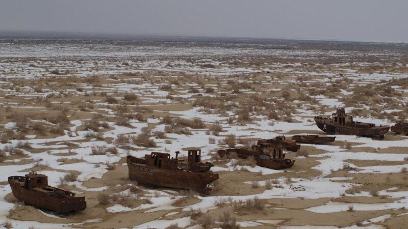 Poušť Aralkum na dně bývalého jezera