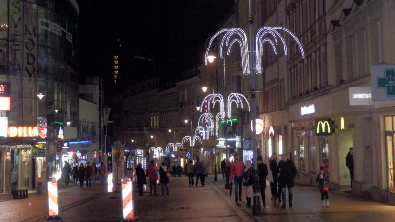 Setmělé ulice na vánočních trzích