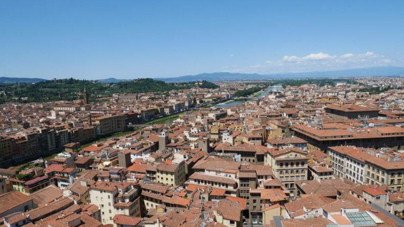 Florencií protéká řeka Arno