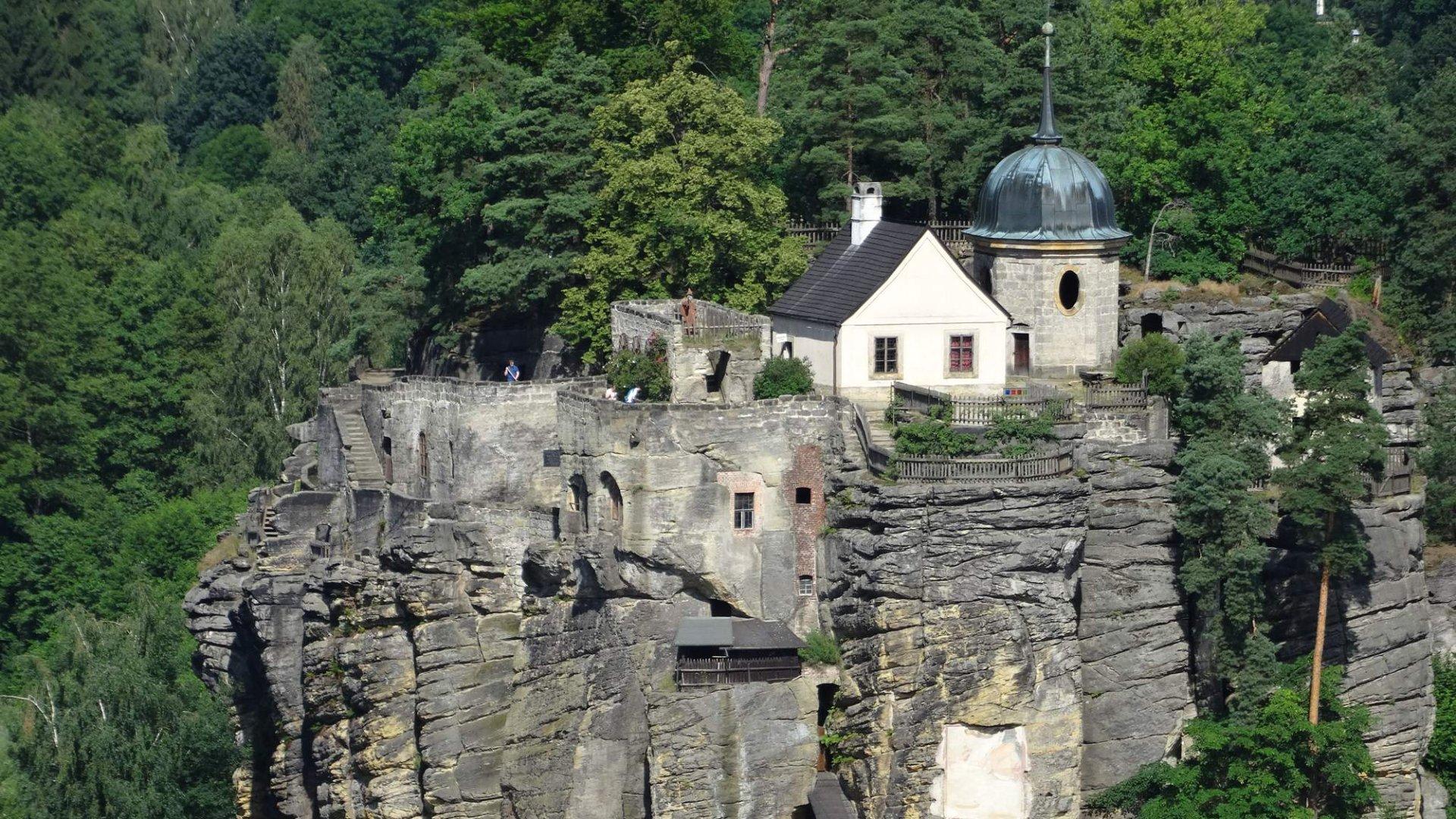 Hrad Sloup v Čechách – Průvodce unikátním skalním hradem