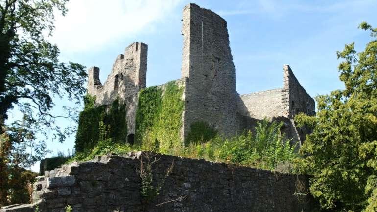 Hrad Hukvaldy průvodce majestátným hradním komplexem
