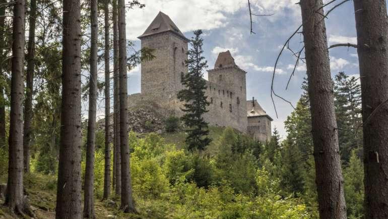 Hrad Kašperk průvodce pohádkovým hradem na Šumavě