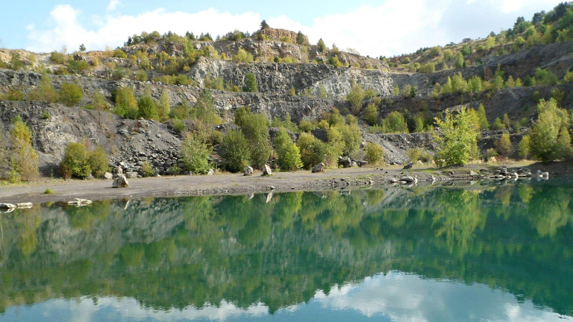 Lom Kosov u Berouna – Koupání, zkameněliny a co raci?