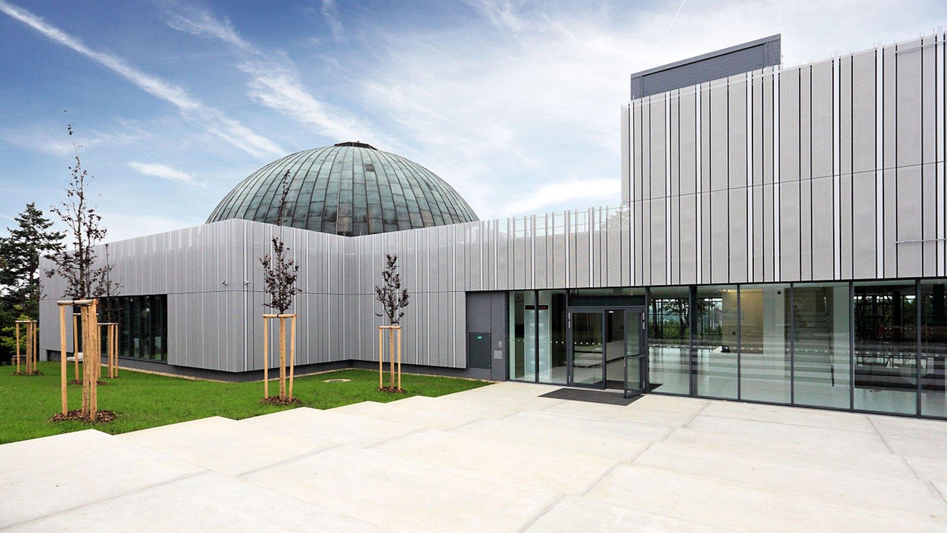 Hvězdárna Brno a planetárium – Kontakt, program, otevírací hodiny