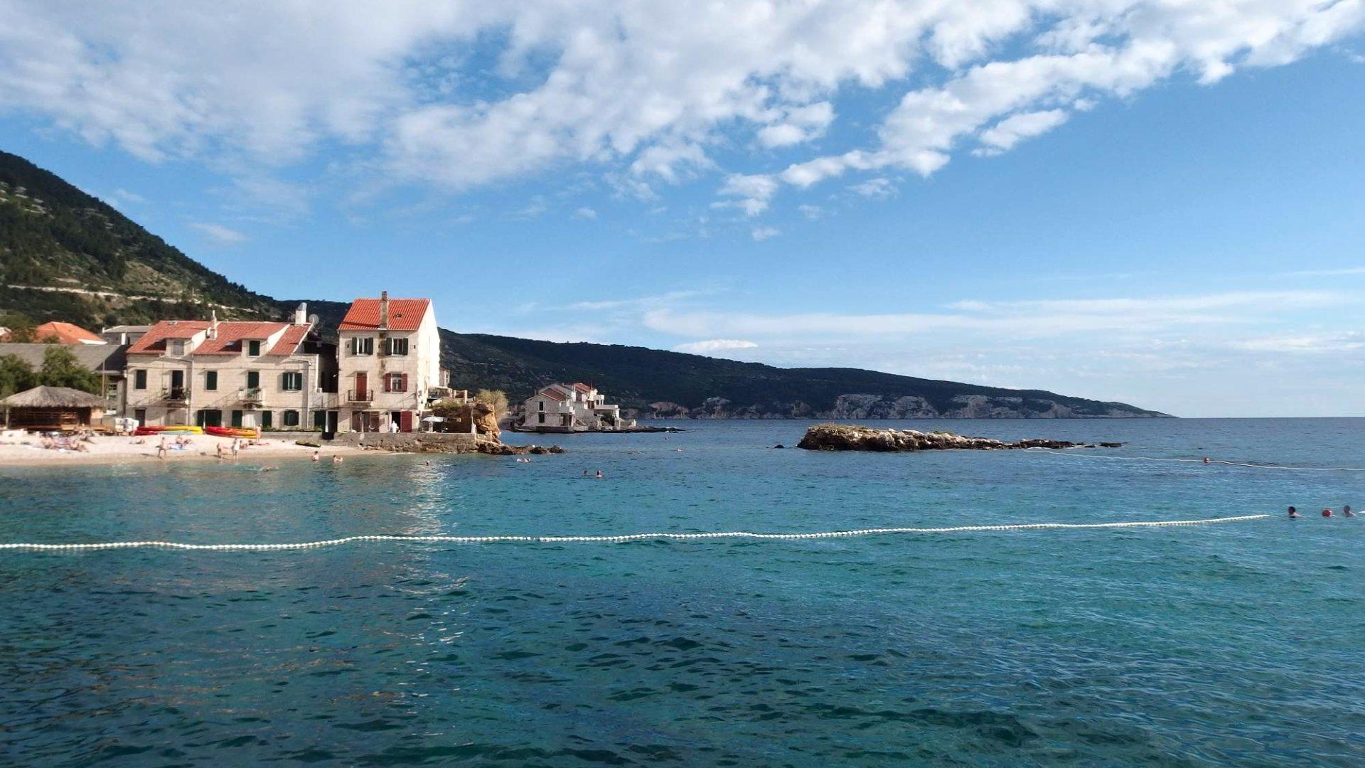 Ostrov Vis – Průvodce dovolenou, pláže a mapa