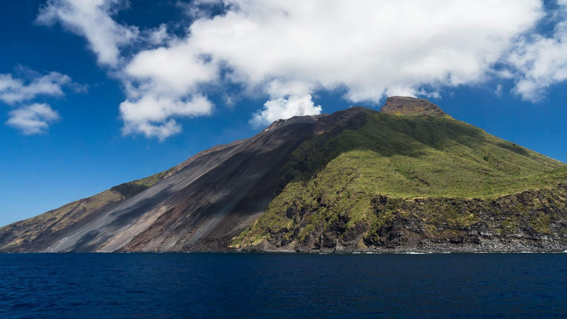 Ostrov a sopka Stromboli – Co zažít na unikátním vulkánu?