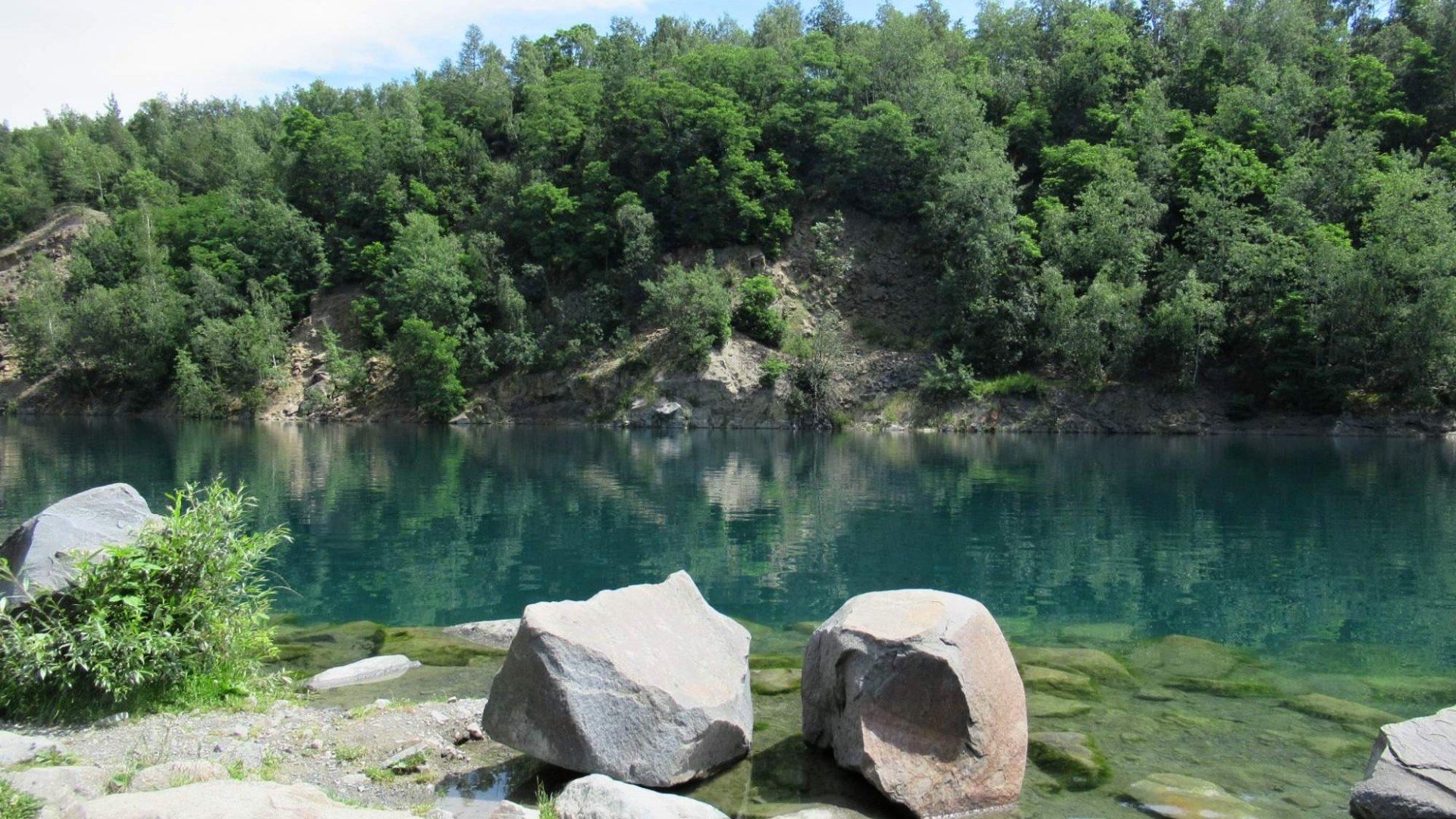 Zatopený lom Výkleky – dokonalý tip na koupání s průzračnou vodou!