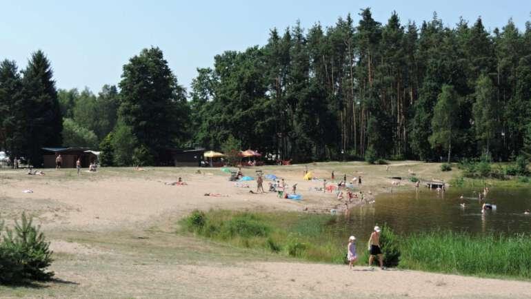 Stříbrný rybník u Hradce Králové – koupání, kemp, kvalita vody, vše co potřebujete vědět